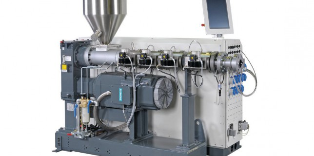 The flexible uniEX 45-30 single-screw extruder – ideal for processing pipes and profiles in the medium-output range (photo: battenfeld-cincinnati)
