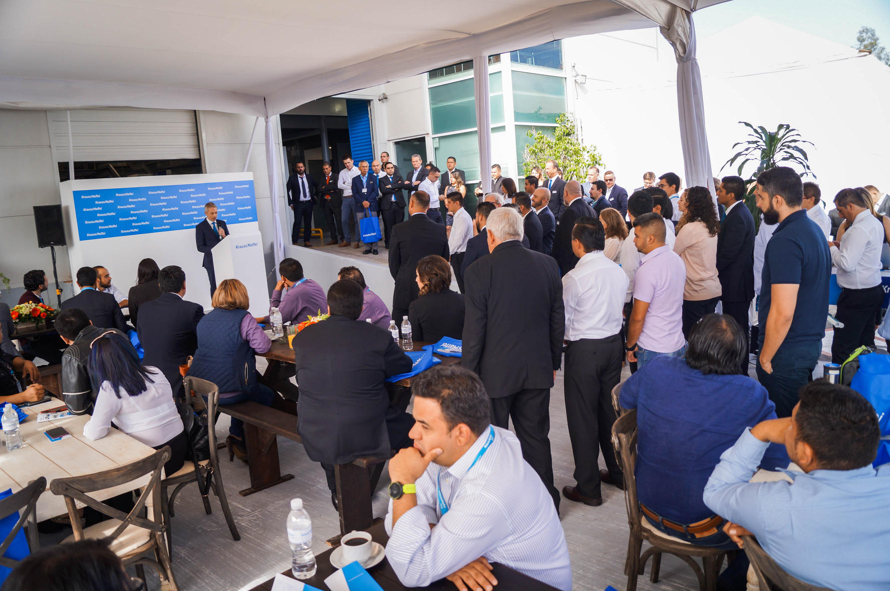 Klaus Jell, General Manager KraussMaffei Group Mexico, welcomed the guests at the Open House in Queretaro, photo: KraussMaffei Berstorff