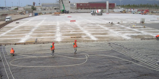 Fulfils the special requirements of large indoor spaces at airports: Schütz industrial underfloor heating. Photo credit: Schütz Energy Systems