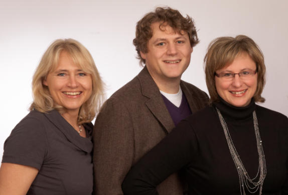 From left: Michaela Hamich-Helbrecht (research), Ralf Hamich (IT, Internet, photos) und Jutta Hix (chief editor).